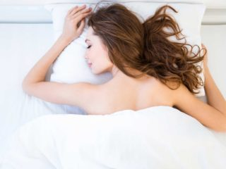 WHY YOU SHOULD SLEEP NAKED
